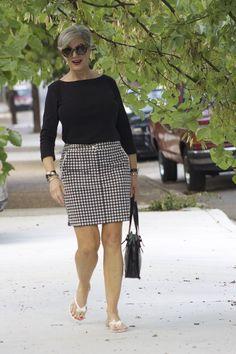 Basic black styleatacertainage black and white fashion summer fashion. Mature Fashion, 60 Fashion, Over 50 Womens Fashion, Black Women Fashion, Fashion Over 50, White Fashion, Fashion Outfits, Fashion Tips, Fashion Wear
