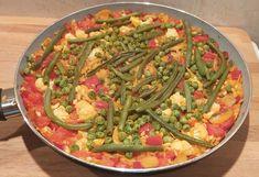Paella, Green Beans, Vegetables, Food, Red Peppers, Essen, Vegetable Recipes, Meals, Yemek