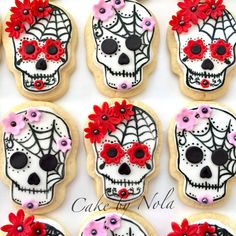 Day of the Dead.a rather unusual birthday theme for a 6 year old girl! Halloween Sugar Cookies, Halloween Sweets, Halloween Food For Party, Fondant Cookies, Royal Icing Cookies, Fall Cookies, Holiday Cookies, Cookie Designs, Cookie Ideas