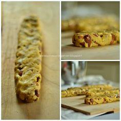 Cantucci Toscani500 gr di farina  450 gr di mandorle con la buccia 150 gr di zucchero 80 gr di burro  2 tuorli 3 uova intere 20 ml di latte 1 pz di sale