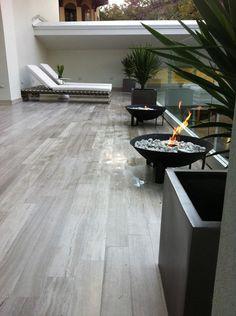 Designed for Life. *el piso de madera clara para afuera
