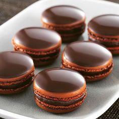 Amazing Chocolate Macarons by @Thomas_alphonsine