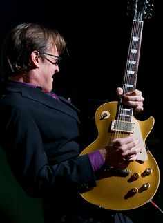 Joe Bonamassa.i love this pose! I love the way joe is bending those guitar strings!