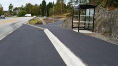 Busstoppen for Valvatnafeltet er oppgradert og er blitt universelt utforma. Country Roads