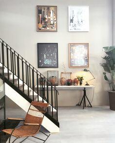 Styling idee aan de muur en op een smalle tafel VTwonen huis