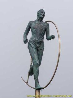 Zoutelande - Marathonloper The Province, Marathon, Garden Sculpture, Buddha, Sculptures, Youth, Statue, Outdoor Decor, Travel