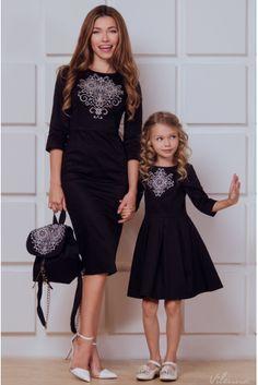 Платье-футляр с вышивкой для мамы • черный • интернет магазин • vilenna • фото 1