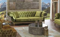 Klasik mobilyalarda Zebrano mobilyanın çizgisini gayet başarılı buluyoruz.  Yeşil kadife yumuşak kumaşlar, çektirme düğme işlemeleri, gerçekten başarılı bir işçiliğin eseri. Bu kolt