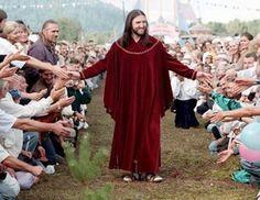 Homem diz ser a ''Reencarnação'' de Jesus Cristo e Arrasta Multidões de Fiéis na Rússia