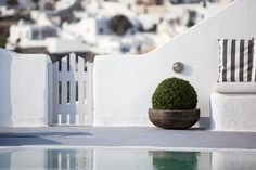 Santorini Honeymoon, Santorini Greece, Minimal Beauty, Archipelago, Holiday Destinations, Maine, Places To Go, Island, Country