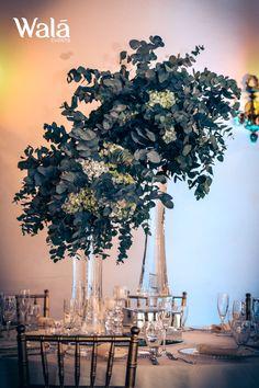 Centro de mesa con tres cilindros de vidrio y eucalipto con toques de hortensia!