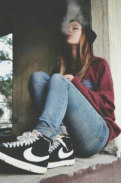 Nike shoes outfits for girls Hipster Girl Fashion, Tomboy Fashion, Fashion Outfits, Skater Girl Outfits, Skater Girls, Tomboy Stil, Stylish Girls Photos, Grunge Girl, Girl Smoking