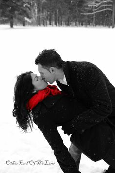 engagement pictures in the snow - so adorable! #ProposalSeason #Engaged #EngagementSeason