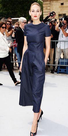 Leelee Sobieski in Christian Dior at the Christian Dior Couture Show, Fashion Week, Paris July so über chic! Christian Dior Couture, Mode Chic, Mode Style, Look Fashion, Womens Fashion, Fashion Design, Gothic Fashion, Spring Fashion, Fashion Trends