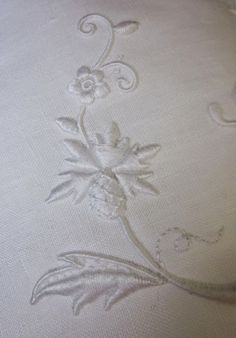 Elizabeth hand embroidery: The handbag with its painter
