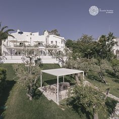 Villa Vignola it's a suggestive location, amidst centuries-old olive trees and the scent of citruses. Italy Wedding, Mediterranean Style, Castle, Villa, Trees, Mansions, House Styles, Modern, Beautiful