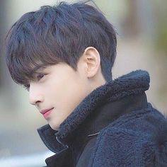 So handsome 😱 Lee Hyun, Hyun Woo, Two Block Haircut, Ulzzang, Korean Men Hairstyle, Korean Hairstyles, Cha Eunwoo Astro, Lee Dong Min, Cute Korean Boys