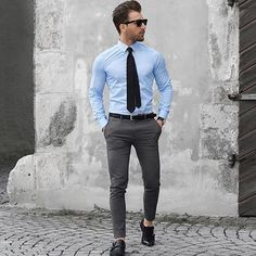 visit our website for the latest men's fashion trends products and tips . Outfit Hombre Formal, Formal Men Outfit, Men's Formal Wear, Mens Fashion Suits, Mens Suits, Men's Fashion, Fashion Trends, Gentleman Mode, Gentleman Style