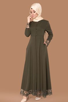 ** %80'e VARAN İNDİRİMLER ** Sırtı Fiyonklu Güpürlü Ferace Haki Ürün Kodu: AH2132-S --> 109.90 TL Abaya Fashion, Muslim Fashion, Skirt Fashion, Modest Dresses, Simple Dresses, Hijab Style Dress, Sleeves Designs For Dresses, Modele Hijab, Hijab Fashionista