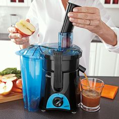 Oster's FPSTJE3166-022 uses 400 watts of power to create fresh-tasting, healthy juices. The base converts into a personal blender so you can turn fresh juice into a smoothie or shake with additional ingredients blended using the To-Go Cup. Parts are dishwasher-safe, making clean-up fast and easy.