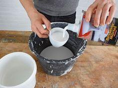 """Trittsteine und Blumenkübel aus Beton   SELBER MACHEN Heimwerkermagazin. Ausprobieren: """"Besserer Mörtel"""" von Lugato, Kunststoffzusatz für Zement (macht ihn geschmeidiger, wasserabweisend, abriebfest)"""