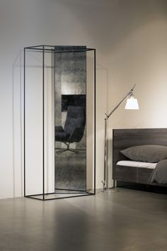 The mirror-wardrobe combination for Pulpo uses a leaning plate in a metal frame. The free bars can be used as wardrobe whose reduced graphical shape radiates a strong lightness.