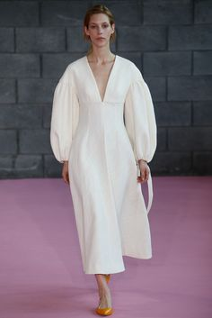 Emilia Wickstead Spring Summer 2016 - Preorder now on Moda Operandi Modest Fashion, Boho Fashion, High Fashion, Fashion Show, Fashion Dresses, Womens Fashion, Fashion Tips, Fashion Trends, 90s Fashion