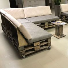 ᐅ Premium Paletten Lounge Palettensofa Outdoor Furniture Design, Diy Pallet Furniture, Sofa Furniture, Sectional Slipcover, Couch Sofa, Corner Sink Kitchen, Ideas Prácticas, Lounges, Cool House Designs
