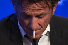Sean Penn #vaping an #ecig  VISÍTANOS EN http://e-cigsinternational.com/blog/distribuidor-de-cigarrillos-electronicos/