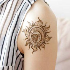 「メヘンディ(ヘナタトゥー)で魅せるエキゾチックなボディに・・・♡この夏は「消えるタトゥー」に大注目!」に含まれるinstagramの画像|MERY [メリー]