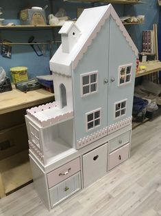 Insp for E's AG dollhouse someday. Kids Doll House, Doll House Plans, Toy House, Barbie Furniture, Dollhouse Furniture, Kids Furniture, Girl Room, Girls Bedroom, Play Houses