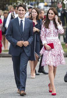 Le prince William et Kate Middleton, duc et duchesse de Cambridge, ont visitent le poste de garde-côtes de Kitsilano en compagnie du premier ministre Justin Trudeau et de son épouse Sophie Grégoire Trudeau, le 25 septembre 2016 à Vancouver, au deuxième jour de leur voyage officiel au Canada.