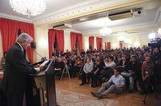 El dirigente de Morena, Andrés Manuel López Obrador, ofreció hoy en París una conferencia de prensa. Foto: lopezobrador.org