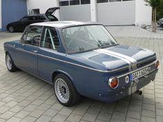 Retro Cars, Vintage Cars, Bmw Hybrid, Bmw Blue, Bmw Classic Cars, Bmw M2, Bmw Models, Old School Cars, Engine Rebuild