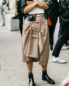 love this edgy camel color midi skirt with pleats and button details, black lacquered ankle boots, Fashion Week, Skirt Fashion, Fashion Outfits, Camel Style, Beige Outfit, Mein Style, Street Style Blog, Estilo Fashion, Street Look