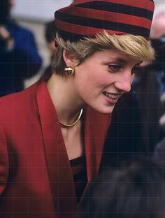 October 1986, Diana, Princess of Wales was on a visit to the National Maritime Museum in Greenwich to open a new gallery charting Britain's rise in Naval power. She showed why she was still the figurehead of fashion by wearing a lovely two piece red suit, with matching striped hat and top.