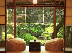 Beautiful Traditional Japanese Living Room .......I could sit here all day long!