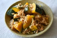 いちばん丁寧な和食レシピサイト、白ごはん.comの『かぼちゃのそぼろ煮の作り方』を紹介しているレシピページです。ほっこり家庭的な煮物、かぼちゃのそぼろ煮は、だし汁いらずなのもうれしいレシピです。ほんのり生姜をきかせて、ごはんが進む味に仕上げます。ぜひお試しください。