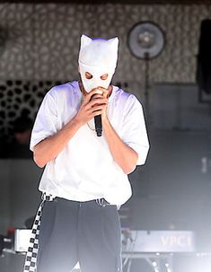 Channel Aid bringt Elbphilharmonie mit Rapper Cro zum Tanzen Rapper, Channel, Aesthetic Clothes, Cute Boys, Beautiful People, Cool Style, Celebrities, Vip, Legends