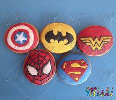 Fiesta de Superheroes mejor con estas deliciosas galletas Miski! #superman #batman #spiderman #mujermaravilla #capitanamerica #galletassuperheroes #mesadedulces #recordatorioniño #superheroescookies Superman, Batman, Sugar, Cookies, Desserts, Food, Shortbread Cookies, Candy Stations, Party