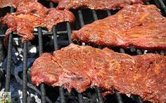 Looking for an easy carne asada taco recipe? Try the Best Carne Asada Recipe Ever! This carne asada marinade recipe is terrific for parties or tailgating! Grilling Recipes, Meat Recipes, Mexican Food Recipes, Cooking Recipes, Tailgating Recipes, Carne Asada Marinade, Meat Marinade, Carne Asada Grilled, Recipe Marinade