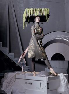 Vogue_US_May_2011_Alexander_the_great_Steven_Meisel6