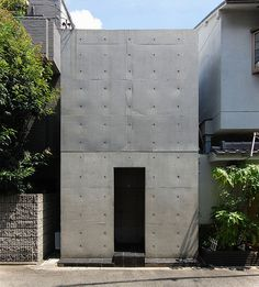 Row House in Sumiyoshi / Tadao Ando [住吉の長屋/安藤忠雄] 1976 Tadao Ando, Architecture Résidentielle, Minimalist Architecture, Contemporary Architecture, Sustainable Architecture, Casa Azuma, Narrow House, Japanese House, Brutalist