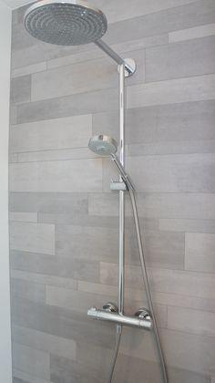 Mosa Tera Tones V206 XYZ in douche. Deze hebben wij gekozen voor de badkamervloer