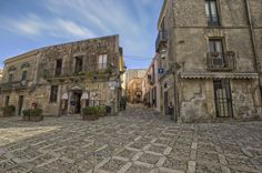 Square by Francesco Alamia on 500px Meno che nazione, la Sicilia è più che regione; non un frammento d'Italia, ma sua integrazione e aumento.  Giuseppe Antonio Borgese