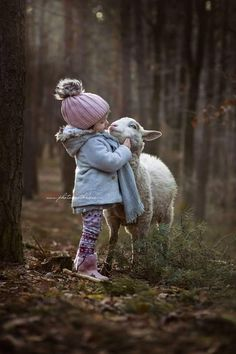 Kids and Pets Animals For Kids, Cute Baby Animals, Animals And Pets, Cute Animal Videos, Cute Animal Pictures, Children Photography, Animal Photography, Cute Kids, Cute Babies