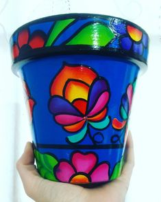Macetas Quereme Coqueta - Pintadas A Mano - $ 200,00 en Mercado Libre Painted Plant Pots, Painted Flower Pots, Painted Jars, Hand Painted, Flower Pot Art, Flower Pot Design, Flower Designs, Pebble Painting, Pottery Painting