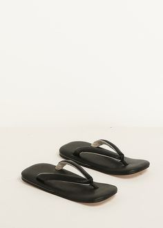 Slip On Vinyl Bluckle Mule - Black patent Monki CPQy7M