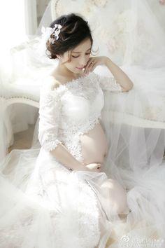 55fc12c922524 Pregnancy Elegant Fancy Gown White Lace Maternity Photography Props Royal  Style Dresses Pregnant Women Photo Shoot