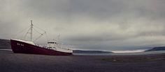 d?steres Geisterschiff in den Westfjorden Islands